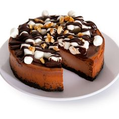 Looking for the ultimate cheesecake experience? Check out our Rocky Road Cheesecake that's loaded with gooey marshmallows and crunchy nuts, making a dessert like no other. Mini Desserts, Delicious Desserts, Dessert Recipes, Breakfast Recipes, Ultimate Cheesecake, Fresh Cake, Online Cake Delivery, Chocolate Turtles, Rocky Road