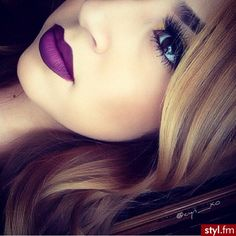 I want to be able to pull off purple lipstick like this!