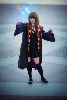 Hermione Granger cosplay by Kawaielli on DeviantArt Hermione Cosplay, Harry Potter Cosplay, Cosplay Dress, Cosplay Girls, Cool Costumes, Cosplay Costumes, Costume Ideas, Dc Comics Girls, Emma Watson Sexiest