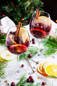 Red Wine Christmas Sangria - Get in the festive Christmas spirit with this 5 minute red sangria recipe, complete with brandy, apple cider, and ginger beer! Red Sangria Recipes, Red Wine Sangria, Apple Cider Sangria, Margarita Recipes, Cranberry Juice, Christmas Sangria, Christmas Wine, Holiday Cocktails, Christmas Hamper