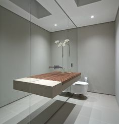 Casa HS na Quinta da Baroneza is a beautiful countryside home that has been designed by Studio Arthur Casas, situated just outside of São Paulo, Brazil. Bad Inspiration, Bathroom Inspiration, Bathroom Toilets, Small Bathroom, Mirror Bathroom, Mirror Walls, Mirror Mirror, Bathroom Ideas, Natural Bathroom