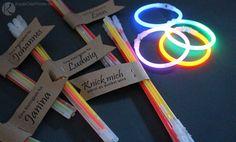 Gastgeschenk: Partyknicklichter für die Jugend Tüte Kinder Lustig vintage Retro rustikal kraftpapier selber machen diy basteln spiele