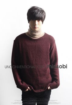 2-coloured turtleneck sweater for men. Loose fit. Long sleeves.