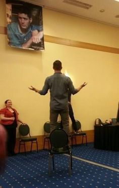 Bowlegs as Jared takes his picture for his first tweet #Vancon #Jensen