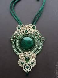 ref 039 collar belleza oriental Jewelry Crafts, Jewelry Art, Beaded Jewelry, Handmade Jewelry, Jewelry Design, Soutache Pendant, Soutache Necklace, Style Steampunk, Passementerie