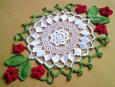 CROCHE COM RECEITA: Toalhas de mesa em croche com seis rosas vermelhas...