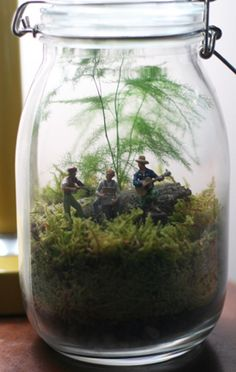 terrarium ♥ would be cute with lego or Army men in a boys room
