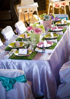 Love the grass placemat idea with the daisy plates for a little girls party