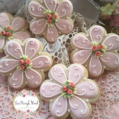 May Day Flower Cookies Mother's Day Cookies, Summer Cookies, Fancy Cookies, Valentine Cookies, Iced Cookies, Cute Cookies, Easter Cookies, Birthday Cookies, Cookies Et Biscuits