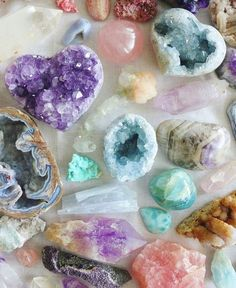 Showcases the beautiful culture of India throught intricately made semi-precious stones. Crystal Room, Crystal Magic, Crystal Healing Stones, Crystal Decor, Crystal Grid, Crystals And Gemstones, Stones And Crystals, Diy Crystals, Gem Stones
