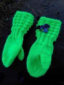 Koko 4-5 vuotiaalle Helppo ohje. HUOM! Lapasmallin silmukkamäärä on jaollinen 4:llä, joten malli on helposti sovellettaviss... Baby Knitting Patterns, Knitting Socks, Fun Projects, Little Boys, Mittens, Knit Crochet, Gloves, Wool, Sewing