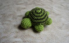 This week's free dishcloth pattern is one of the cutest I've seen - Celebration by Joyce Fassbender. Crochet Hedgehog, Crochet Turtle, Crochet Animals, Crochet Toys, Knitting Patterns, Crochet Patterns, Yarn Ball, Lana, Quilling