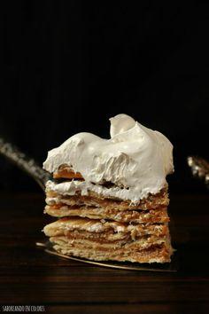 El dulce de leche y el merengue están presentes en esta fantástica tarta. No te pierdas detalle de la receta que dan desde el blog SABOREANDO EN COLORES.