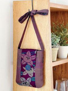 大正から昭和にかけて人気のあった、銘仙と呼ばれるぼかし模様が特徴の着物地を中央に配置。 土台の大島紬との組み合わせが素敵。