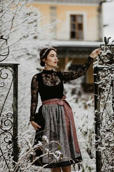 How To Style A Dirndl In Winter | You rock my life - Fashion, Beauty and Lifestyle Blog by @ninawro | yourockmylife.com | Trachten Forstenlechner Dirndl, blouse & wrap | We are Flowergirls headpiece | Maschalina Designs earrings | Högl boots | S❤