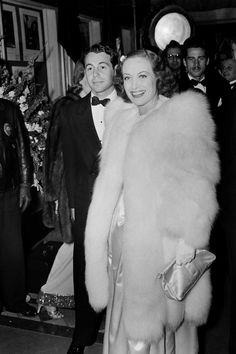 JOAN CRAWFORD, Marrying for the third time. In the actress married up-and-coming actor, Philip Terry in a surprise wedding. Old Hollywood Stars, Hollywood Actor, Golden Age Of Hollywood, Actress Wedding, George Hurrell, Surprise Wedding, Silent Film Stars, She Movie, Joan Crawford