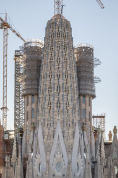 BARCELONA | la Sagrada Família | En construcció - Page 274 - SkyscraperCity Famous Buildings, Famous Landmarks, Antonio Gaudi, Barcelona Architecture, Lower Back Exercises, Religious Architecture, Spain, Lighthouses, Pipes