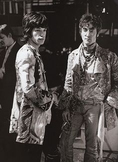 The pure amazingness of their outfits makes me want to CRY! PHOTO: Mick Jagger (Rolling Stones) and John Lennon (The Beatles) Mick Jagger Rolling Stones, The Rolling Stones, Ringo Starr, George Harrison, John Lennon, Janis Joplin, Paul Mccartney, Music Icon, My Music