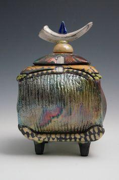 Pottery Pots, Raku Pottery, Pottery Sculpture, Slab Pottery, Ceramic Boxes, Ceramic Jars, Ceramic Clay, Clay Box, Pottery Designs