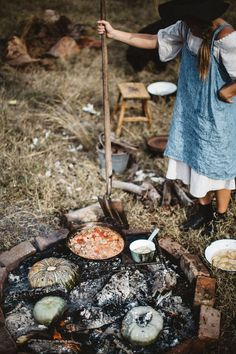 Meet Sarah Glover: the best chef you've never heard of Outdoor Food, Outdoor Cooking, Outdoor Entertaining, Parisian Kitchen, Rustic Kitchen, Cooking Over Fire, Camping Meals, Camping Stuff, Into The Fire