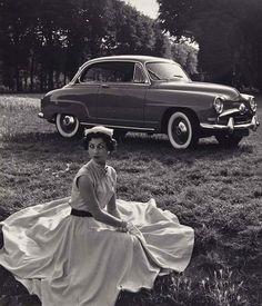 Simca, 1949 (Robert Doisneau)…ღ…reépinglé par Maurie Daboux….ღ.