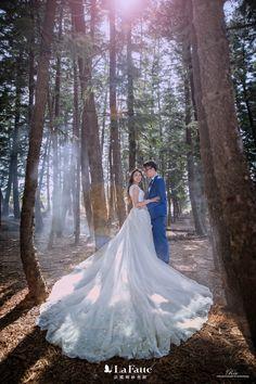 森林公主系 在迷霧中出場也太夢幻 -- 更多新人 #婚紗照 作品 ▶︎ www.lafatte.com.tw/portfolio.php?c=2 結婚包套諮詢/預約來訪 ▶︎ www.lafatte.com.tw/contact.php -- photography_ Rex|作品集 ▶︎ www.lafatte.com.tw/crew_info.php?c=1&i=4