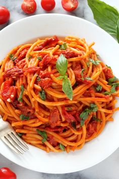 Sunday Suppers: One Pan Tomato Basil Pasta Tomato Basil Pasta, Garlic Pasta, Healthy Pastas, Healthy Cooking, Healthy Recipes, Pasta Recipes, Dinner Recipes, Cooking Recipes, Cooking Time