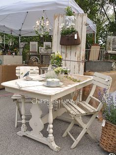 AwEsoMe ChiPPy!-SHaBBy! Cottage Table & Chairs and they're W*H*I*T*E...