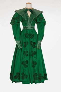 """Ann Rutherford """"Lydia Bennet"""" green wool crepe period dress from Pride and Prejudice. (MGM, Green wool crepe period dress with velvet leaf decorations worn by Ann Rutherford as """"Lydia Bennet"""" when she arrives home a married woman in Pride and Prejudice. 70s Fashion, Fashion History, Vintage Fashion, Fashion Tips, Rococo Fashion, Petite Fashion, French Fashion, Ann Rutherford, Hollywood Costume"""