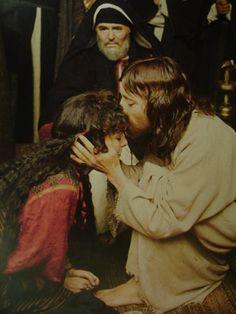 """Jesus of Nazareth"" (1977) Mary Magdalene (Anne Bancroft) and Jesus (Robert Powell) and James Mason as Joseph of Arimathea"