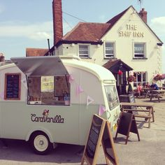 Caravanilla - proud British ice cream from a restored vintage caravan