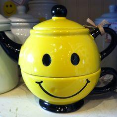 Tea with a smile~ Smile Wallpaper, Have A Happy Day, Chocolate Pots, Just Smile, Tea Time, Tea Pots, Happy Faces, Smiley Faces, Emoticon