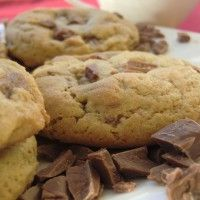 Original Amerikanische Chocolate Chip Cookies Are you looking for an original, soft American Chocolate Chip Cookie recipe? Try this delicious cookie recipe and be amazed! American Chocolate Chip Cookies, Chocolate Chip Cookies Rezept, Perfect Chocolate Chip Cookies, Chocolate Cookie Recipes, Chocolate Chip Cookie Dough, Chocolate Chocolate, Healthy Chocolate, Brownie Recipes, Brownie Cookies