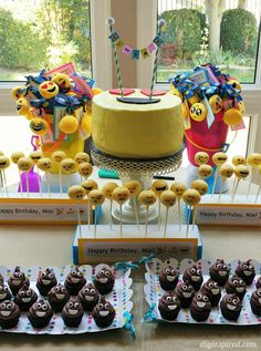 Fun and colorful Emoji Birthday Party ideas including DIY decorations, food and drink, and party favors for a summer pool party. Teenager Party, Birthday Cake Girls Teenager, Diy Cake Pop Stand, Cake Pop Stands, Birthday Party Desserts, 10th Birthday Parties, Birthday Ideas, Cake Birthday, Epic Emoji