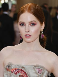 Ellie Bamber | The Diary of a Celebrity Makeup Pro at the Met Gala