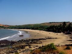 Verdant scenery and the co-existence of dramatically different lifestyles - Say hello to Gokarna. One of our favouritest places.