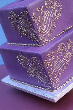 Plum and Gold Piping Pattern