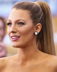 Queen of long hair: Blake Lively-Königin der langen Haare: Blake Lively Queen of Long Hair: Blake Lively You can also have Serena Blake Lively long hair from Gossip Girl! Blake Lively is still high on the list of prom … HAIRCUTTING - Blake Lively Haar, Blake Lively Makeup, Mode Blake Lively, Blake Lively Style, Blake Lively Ponytail, Blake Lively Outfits, Blake Lively Wedding, Blake Lively Gossip Girl, Blake Lively Hair Color