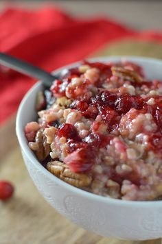 This healthy, vegan and glutenfree breakfast is packed with holiday flavors! Fresh cranberry maple sauce, orange zest and pecans. Best Breakfast, Breakfast Recipes, Breakfast Crockpot, Morning Breakfast, Breakfast Ideas, Cranberry Recipes Healthy, Healthy Recipes, Gourmet Recipes, Crockpot Recipes
