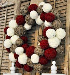 Yarn ball christmas wreath // Karácsonyi koszorú fonalgombolyagokból //  Mindy -  creative craft ideas // #christmascrafts #christmasgifts #christmas #crafts #gifts #christmasdecor #diy #kreatívötletek #karácsony #csináldmagad #hobbi #kézműves