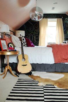 Chalkboard Wall | 25 Gorgeous DIYs For Your Teenage Girl's Room
