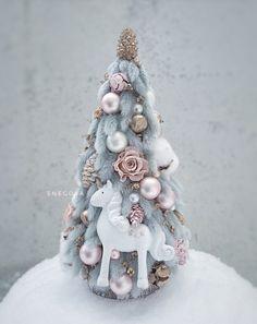 Handmade Christmas Crafts, Wooden Christmas Decorations, Christmas Ornament Crafts, Christmas Centerpieces, Holiday Crafts, Couronne Diy, Christmas Mood, Jewelry Art, Design