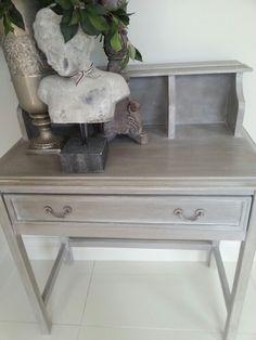 Anni sloan chalk paint  paris grey Grey Desk, Paris Grey, Chalk Paint, Furniture Decor, Entryway Tables, Projects To Try, Annie Sloan, Beds, Cabinets