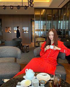 Jessica & Krystal, Krystal Jung, Jessica Jung Instagram, Jessica Jung Wonderland, Celebrity Photos, Celebrity News, Jessica Jung Fashion, Instyle Magazine, Cosmopolitan Magazine