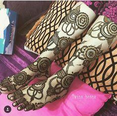 How gorgeous this henna is  #arabichenna #arabicmakeup #blogger #colortattoo #diva #desihenna #desibeautyblog #fairydust #femmmefatale_ #hennagram #hijabiqueen #hinduwedding #ink #inked #intricate #intricate #ilovemakeup #khaleeji #makeupporn #naturalhenna #punjabiwedding #weddinghenna #weddingmehndi #sugarpill #skincanvas #sikhwedding #samerkhouzami #skinart #themakeupstory #tattooistartmag #vogue #inspiration