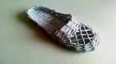 ПОДЕЛКИ ИЗ бумажных трубочек Простая обувь(Шлёпанцы)