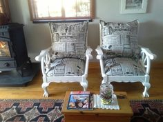 Bal en klou news paper stoele Painted Chairs, Painted Furniture, Upcycled Furniture, Furniture Making, Funky Chairs, British Colonial Style, Diy Couch, Wooden Sofa, Soft Furnishings