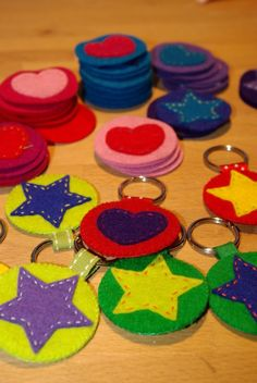 Father's day crafts for kids 33 Sewing Projects For Kids, Sewing For Kids, Diy For Kids, Projects To Try, Felt Diy, Felt Crafts, Crafts For Kids, Paper Crafts, Diy Keychain
