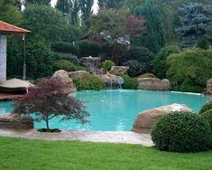 Resultado de imagen de jardines con piscinas