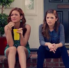 Chloe & Beca -- Pitch Perfect 2 ❤️ yellow cup!